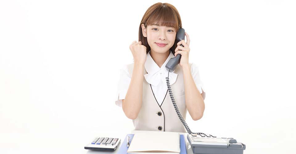 通話する女性